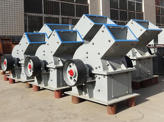 working principle of clay crusher machine Although a lot of manufacturers production clay crusher machine is very professional, but in the viscous material crushing is easy to cause adhesion, congestion compact structure, convenient operation, stable performance, reliable work, low maintenance costs, milling cutter can change quickly, maintenance is convenient.